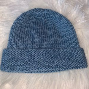 Accessories - Knitted baby blue beanie